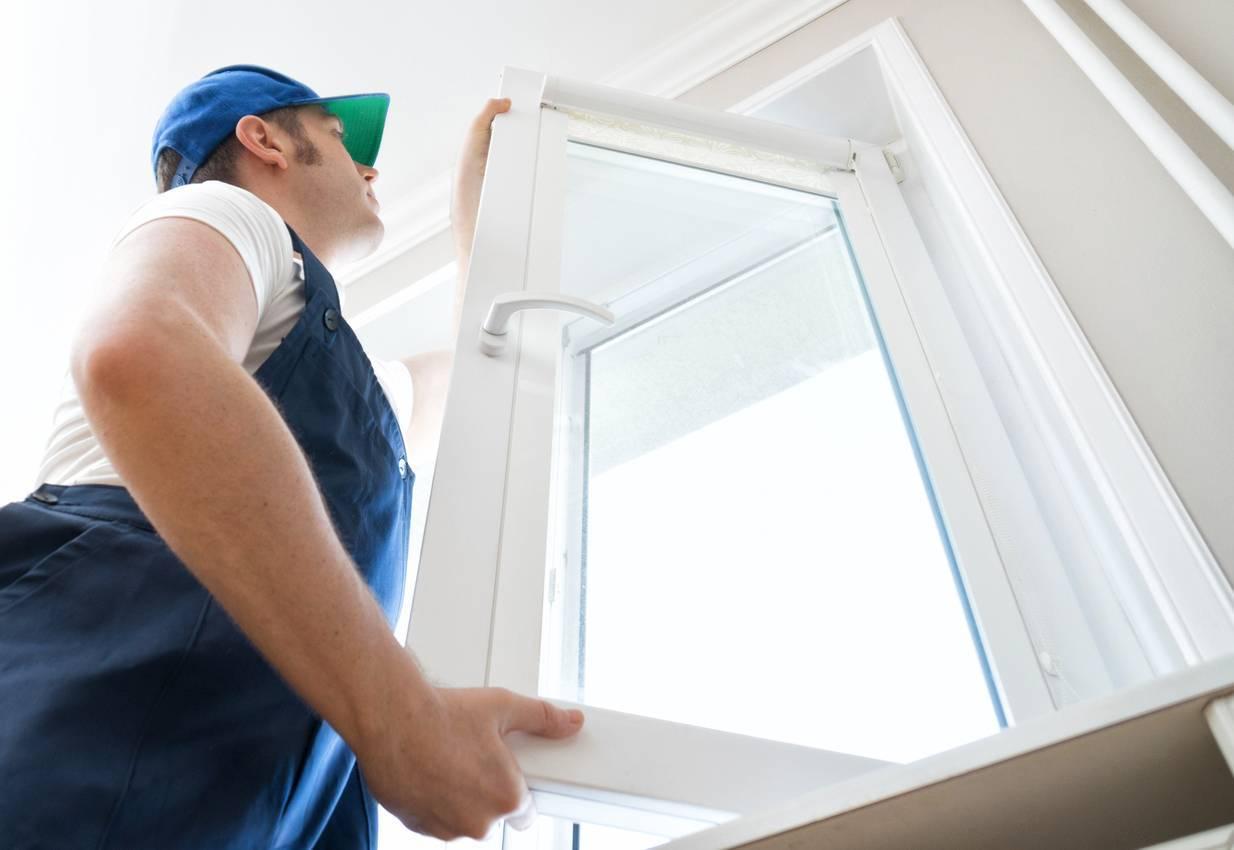 dépanneur professionnel pour réparer une vitre cassée