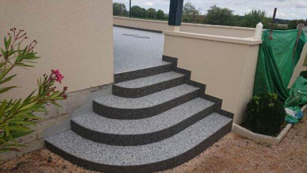 escalier en moquette de pierre